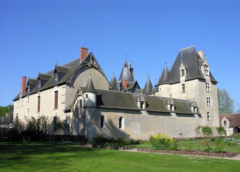 http://www.castlesguide.ru/images/france/castles/fougeres-sur-bievre/04.jpg